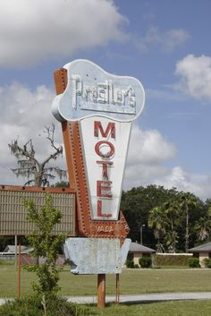 When I was in high school (KHS), my buddies and I would go swimming in their pool - charged us 25 cents each. I learned to swim there when I was by jumping in the deep end. Lakeland Florida, Vintage Neon Signs, Learn To Swim, Neon Rainbow, Hotel Motel, Vintage Florida, State Of Florida, Old Signs, Wes Anderson
