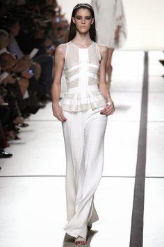 ELIE SAAB - LE DÉFILÉ PRINTEMPS-ÉTÉ 2014 – FASHION WEEK DE PARIS http://fashionblogofmedoki.blogspot.be/2013/10/elie-saab-le-defile-printemps-ete-2014.html