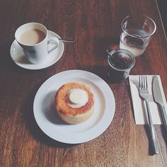 2015.9  cafe mame-hico  仕事帰りにそのまま遅めのモーニング  頼んだのはいつもの円パン あんこも甘すぎず塩バターとの相性も良くて大好き  とりあえず帰ったらすぐ寝ます 眠すぎ  #morning#bread#coffee#cafe#breakfast#lunch#coffeestand#vsco#vscocam#vscogram#insta#instanice#instagram#instagood#instaphoto#instalike#instapic#instacafe#photo#pic#instavsco#instavscocam#instaview#三軒茶屋#東京#マメヒコ#カフェ by ____hirri