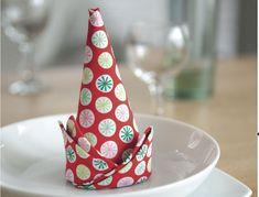 Pliage de serviette en forme de cône pour décorer votre table