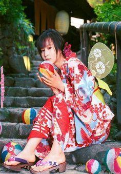Japanese Girls in Kimono pics) Traditional Fashion, Traditional Dresses, Japanese Beauty, Japanese Girl, Japanese Yukata, Kimono Yukata, Kimono Dress, Sari, Kawaii