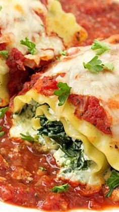 Spinach Lasagna Roll-Up Recipe ~ An incredible easy weeknight or weekend dinner. Veggie Recipes, Pasta Recipes, Real Food Recipes, Pasta Meals, Healthy Recipes, Noodle Recipes, Rice Recipes, Dinner Recipes, Yummy Food