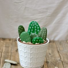 You will love to learn how to make a Painted Cactus Rock Garden and we have lots of inspiration plus a video tutorial to show you how. Painted Rock Cactus, Hand Painted Rocks, Cactus Craft, Cactus Decor, Rock Crafts, Diy Crafts, Stone Cactus, Rock Painting Ideas Easy, Cactus Flower