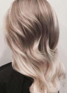Beige-Blond: Diese Trend-Haarfarbe kennst du garantiert noch nicht!