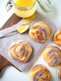 Sitruunakierrepullat – Dr. Sugar | Meillä kotona – Dr. Sugar | Meillä kotona Doughnut, Pancakes, Pudding, Breakfast, Ethnic Recipes, Sugar, Desserts, Food, Flan