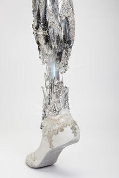 Crystalized leg created by Sophie de Oliveira Barata and photographed by Omkaar Kotedia. This prosthetic is part of The Alternative Limb Project. Utterly beautiful and unapologetic for being a prosthetic, which I really like. Mode Inspiration, Character Inspiration, Character Design, Design Inspiration, The Wicked The Divine, Prosthetic Leg, A Silent Voice, Alternative Art, Ex Machina