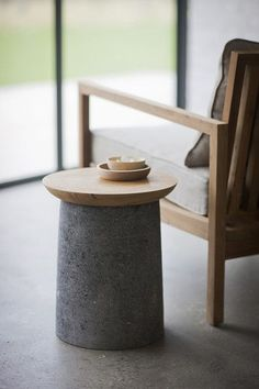 Small Production : Small concrete and wood side table.ossoconcreted… can make your drawings and ideas come to life in concrete. Table Beton, Concrete Table, Concrete Furniture, Concrete Wood, Concrete Design, Clean Concrete, Plywood Furniture, Concrete Planters, Teak Wood