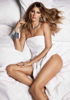 Gisele Bundchen gets naked in bed for Vivara jewelry