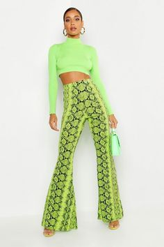 Snake Print That Make You Look Stylish activation Neon Outfits, Girl Outfits, Cute Outfits, Fashion Outfits, Fashion Fashion, Fashion Ideas, Neon Pants, Men's Pants, Snake Print Pants