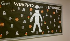 Halloween Bulletin Board Ideas to give your Classroom a Spooky Look - Hike n Dip - - Thinking about giving your classroom a spooktacular look for October? Have a look at these wonderful Halloween Bulletin board Ideas for your classroom. Monster Bulletin Boards, October Bulletin Boards, Elementary Bulletin Boards, Thanksgiving Bulletin Boards, College Bulletin Boards, Interactive Bulletin Boards, Christmas Bulletin Boards, Reading Bulletin Boards, Preschool Bulletin Boards