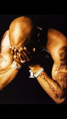 A simple pose, but it expresses so much. #2Pac