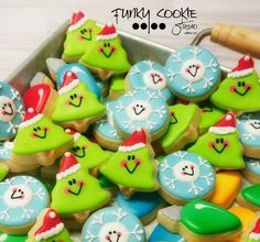 Christmas cookies by Funky Cookie Studio Christmas Sugar Cookies, Christmas Cupcakes, Christmas Sweets, Christmas Goodies, Holiday Cookies, Christmas Baking, Christmas Minis, Mini Cookies, Iced Cookies