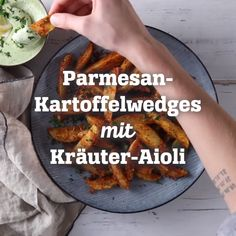 Parmesan Potato Wedges with Herbal Aioli Parmesan Potato Wedges, Parmesan Potatoes, Veggie Recipes, Vegetarian Recipes, Yellow Squash Recipes, Diy Snacks, Food Truck Design, Aioli, Diy Food