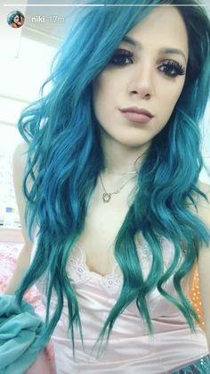 I loveee her hair Cute Hair Colors, Cool Hair Color, Hair Colours, Creative Hairstyles, Cute Hairstyles, Green Hair, Purple Hair, Creative Hair Color, Extreme Hair