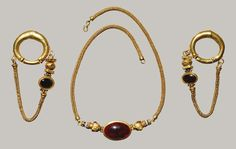 Necklace and earrings, Late Hellenistic, 1st century B.C.  Greek  Gold, garnet, agate  L. of necklace 15 in. (38.1 cm), L. of earrings 3 1/8 in. (7.9 cm)  Purchase, The Bothmer Purchase Fund and Lila Acheson Wallace Gift, 19