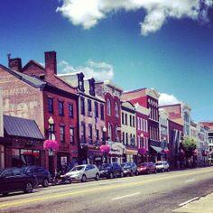 La calle en donde Julia trabaja, en Georgetown, Washington DC.