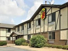 Hampton (VA) Super 8 Hampton United States, North America Located in Downtown, Super 8 Hampton is a perfect starting point from which to explore Hampton (VA). Featuring a complete list of amenities, guests will find their stay at the property a comfortable one. Take advantage of the hotel's free Wi-Fi in all rooms, 24-hour front desk, family room, laundry service, ATM/cash machine on site. Guestrooms are designed to provide an optimal level of comfort with welcoming decor and ...