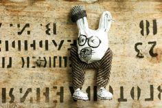 Animal brooch Cheeky bunny Animal pin Bunny jewelry par dariAKAsh
