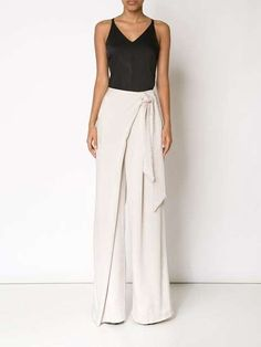 Palazzo Pants Outfit For Work. 14 Budget Palazzo Pant Outfits for Work You Should Try. Palazzo pants for fall casual and boho print. Look Fashion, Fashion Pants, Fashion Outfits, Womens Fashion, Fashion Design, Palazzo Trousers, Wide Leg Trousers, White Trousers, Mode Monochrome