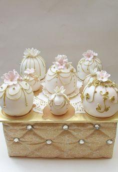 26.Mini Cake on Pinterest | Mini Cakes, Mini Wedding Cakes and ...