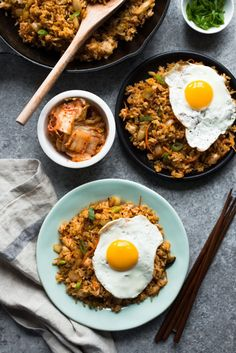Kimchi Fried Rice - an easy, healthy vegetarian dinner ready in just 20 minutes! gluten-free option: substitute the soy sauce with tamari. Easy Healthy Dinners, Healthy Dinner Recipes, Rice Recipes, Asian Recipes, Yummy Recipes, Kimchi Fried Rice, Back To Nature, Thing 1, Kitchens