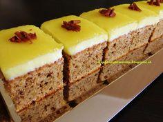 Raspberrybrunette: Jablkovo-orechové rezy  Výborný vláčny koláč. Inšp...