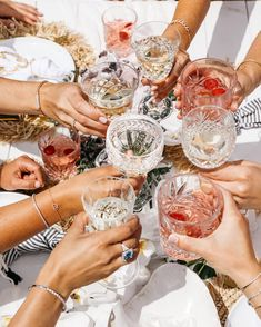 💥✨Cheers to the year everybody! ✨💥⠀ ⠀ Wishing you all the very best 2019 absolutely jam packed with love and laughter! We love our brides… Cheers, Photo Chateau, Fashion Bubbles, Alcoholic Drinks, Cocktails, Summer Aesthetic, Party Time, Brunch, Entertaining