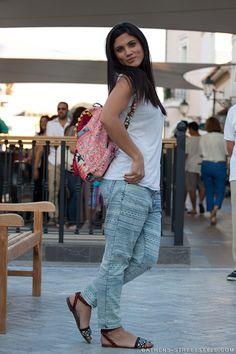 athens-streetstyle_6729_mairi-sinatsaki Athens, Parachute Pants, Harem Pants, Capri Pants, Street Style, Inspiration, Fashion, Biblical Inspiration, Moda