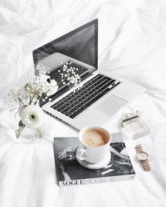 466 vind-ik-leuks, 19 reacties - Lisa Kouwenberg (@llittleblonde) op Instagram: 'Goodmorning! Happy friday  But first.. COFFEE #flatlaystyle #coffee'