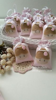 Sachê Bailarina - Dellicatess for Babies Felt Crafts, Diy And Crafts, Crafts For Kids, Ballerina Birthday, Baby Birthday, Baby Shawer, Lavender Bags, Felt Art, Shower Gifts