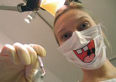 Des masques chirurgicaux souriants