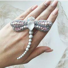 Автор @kaziuka.jewelry   〰〰〰〰〰〰〰〰〰〰〰〰〰〰 По всем вопросам обращайтесь к авторам изделий!!!  #ручнаяработа #брошьизбисера #брошьручнойработы #вышивкабисером #мастер #бисер #handmade_prostor #handmadejewelry #brooch #beads #crystal #embroidery #swarovskicrystals #swarovski #купитьброшь #украшенияручнойработы #handmade #handemroidery #брошь #кольеручнойработы #кольеизбисера #браслеты #браслетручнойработы #сутажныеукрашения #сутаж #шибори #полимернаяглина #украшенияизполимернойглины