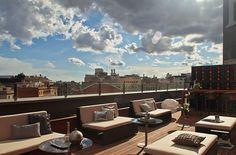 """Eine erhebendes Gefühl genießen Barcelona-Urlauber in mehreren Hotels, zum Beispiel in der Lounge-Bar La Terrazza auf der Dachterrasse des """"Marriott Renaissance Hotels"""" ... Foto: La Terrazza Barcelona"""