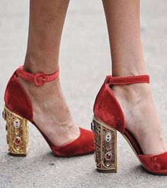 "1,671 Me gusta, 32 comentarios - Miss Cavallier (@misscavallier) en Instagram: ""Oh oooh! Maravilla!! #dolce #zapatos #flechazodeldia #inspiracion #shoes #tacones #wedding #boda…"""