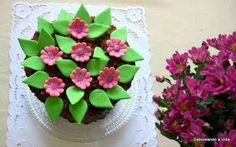 saboreando a vida: Bolo Vasinho de Flores e Cupcakes de Mousse de chocolate