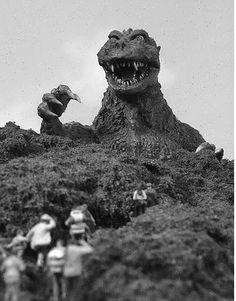 Магический Маяк: 5 причин посмотреть фильм «Годзилла» 1954 года  Читать рецензию: http://magic-lighthouse.blogspot.ru/2014/07/5-1954.html
