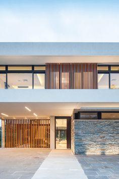 Best Amazing Small Modern House Design Plants Ideas And Exterior Decor Modern House Facades, Modern Architecture House, Facade Architecture, Residential Architecture, Modern House Design, Contemporary Design, Villa Design, Facade Design, Exterior Design