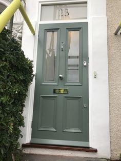 Beautyful green Victorian front door installed in south London Victorian Front Doors, Victorian Porch, Victorian Homes, Green Front Doors, Front Door Colors, Replacing Front Door, Front Path, Office Built Ins, Traditional Front Doors