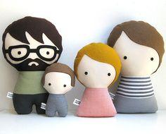 Familia con niño y bebé personalizable hecha a mano. Muñecos de trapo. Personaliza tu familia.