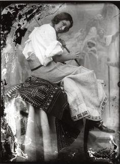 Jaroslava posing for the Slav Epic: The Oath of Omlandina under the Slavonic Linden Tree