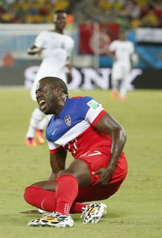 Jozy Altidore of the USA picks up an injury during the FIFA World Cup 2014 group G preliminary round match between Ghana and the USA at the Estadio Arena das Dunas in Natal, Brazil, 16 June 2014. (KAMIL KRZACZYNSKI/Reuters)