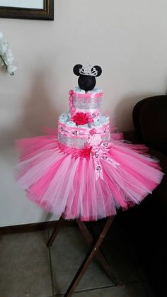 Minnie mouse diaper cake pink babyshower gift by decorVega on Etsy Baby Shower Diapers, Baby Shower Fun, Baby Shower Gifts, Girl Shower, Princess Diaper Cakes, Diaper Cake Centerpieces, Minnie Mouse Baby Shower, Diaper Wreath, Cake Accessories