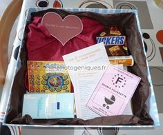 The daddy box (DIY gift for new dads) – article photogeniques.fr (daddy box, daddy box) by Diy Surprise Box, Baby Tumblr, Waiting For Baby, Baby Room Diy, Gifts For New Dads, Jar Gifts, Diy Box, Baby Party, Baby Decor