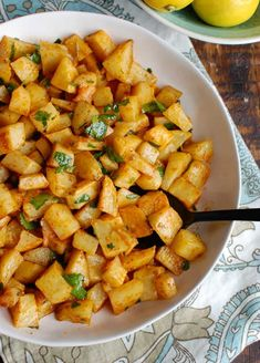 Spicy Lebanese Potatoes are crisp on the outside, tender on the inside and will spice up any meal. The sauce on these po Best Side Dishes, Side Dish Recipes, Dinner Recipes, Dinner Ideas, Supper Ideas, Potato Dishes, Potato Recipes, Lemon Potatoes, Parsley Potatoes