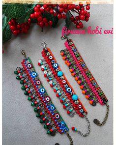 Textile Jewelry, Macrame Jewelry, Fabric Jewelry, Botas Boho, Beaded Earrings, Beaded Bracelets, Teracotta Jewellery, Crochet Bracelet, Handmade Jewelry Designs