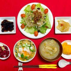 おはようございます^_^ 今日も素敵な一日を過ごしましょうね^_−☆いつもありがとうございます^_^ - 90件のもぐもぐ - 朝ごはんは勝負飯^o^はみちゃん定食❗️W卵の親子丼温泉卵をのせました。たっぷり野菜サラダ大根おろしに三升漬けのっけ。煮豆、ヤーコンの三升漬け、ラズベリーはちみつヨーグルト、大根と揚げの味噌汁、柿^_−☆今日も満腹満足100%(笑)ありがたいことですね(*^_^*)ご馳走様でした^_−☆ by joyful1193