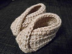 Sånt som gör livet roligt!: Virkade tofflor till bebis Crochet Baby, Knit Crochet, Baby Converse, Diy Projects To Try, Diy And Crafts, Knitting, Kids, Children, Inspiration
