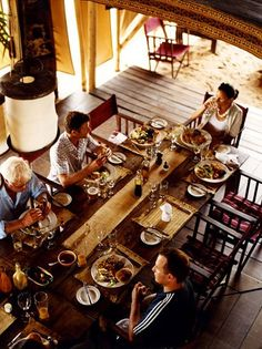 Guests dine together at Greystone Mahale