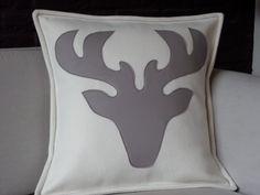 kerst kussen / Christmas pillow verkrijgbaar via www.philomenelensveld.blogspot.nl