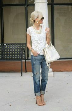 Cute and chic ways to wear boyfriend jeans. Styling your boyfriend jeans can be tough, so this guide shows you what to wear with boyfriend jeans! Mode Outfits, Chic Outfits, Fashion Outfits, Womens Fashion, Fashion Trends, Fashion Shoes, Dress Fashion, Jeans Fashion, Outfits 2016